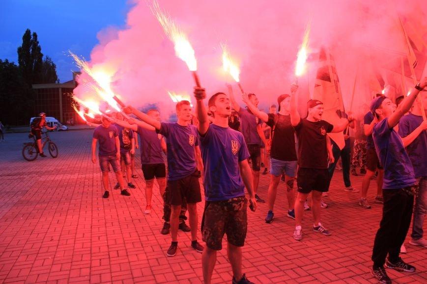 Гражданский корпус «Азов» провел в Бахмуте факельное шествие (ФОТОРЕПОРТАЖ), фото-13