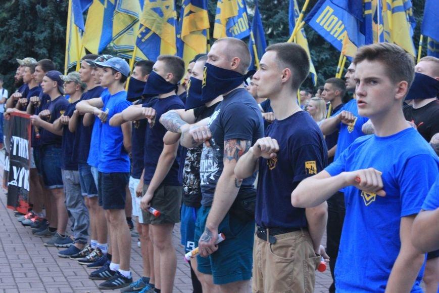 Гражданский корпус «Азов» провел в Бахмуте факельное шествие (ФОТОРЕПОРТАЖ), фото-11