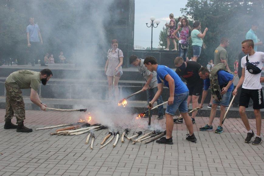 Гражданский корпус «Азов» провел в Бахмуте факельное шествие (ФОТОРЕПОРТАЖ), фото-8