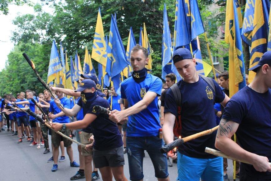 Гражданский корпус «Азов» провел в Бахмуте факельное шествие (ФОТОРЕПОРТАЖ), фото-4