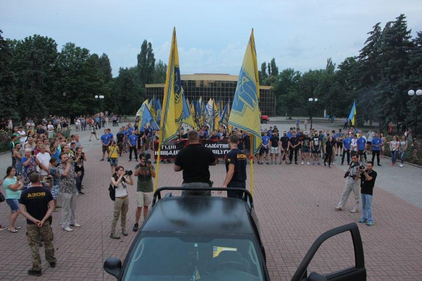 Гражданский корпус «Азов» провел в Бахмуте факельное шествие (ФОТОРЕПОРТАЖ), фото-9