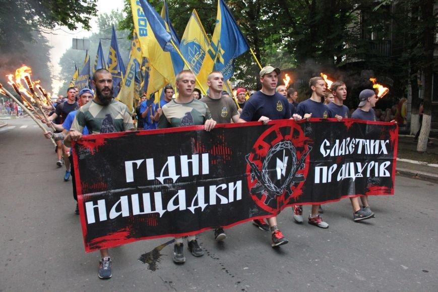 Гражданский корпус «Азов» провел в Бахмуте факельное шествие (ФОТОРЕПОРТАЖ), фото-7