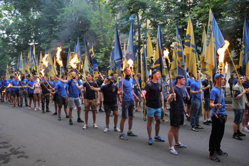 Гражданский корпус «Азов» провел в Бахмуте факельное шествие (ФОТОРЕПОРТАЖ), фото-6