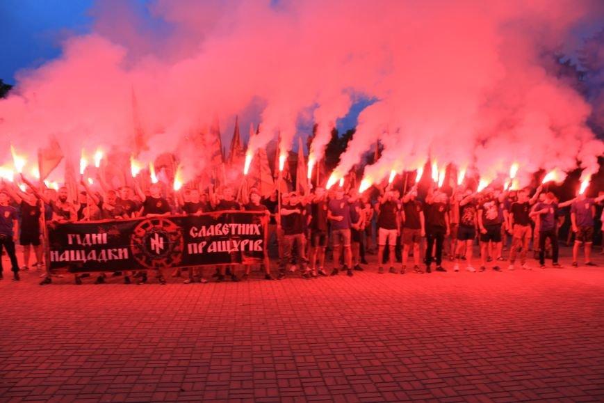 Гражданский корпус «Азов» провел в Бахмуте факельное шествие (ФОТОРЕПОРТАЖ), фото-12