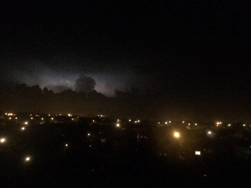 Над Мариуполем сверкают молнии, а грома не слышно(ФОТО, ВИДЕО), фото-1