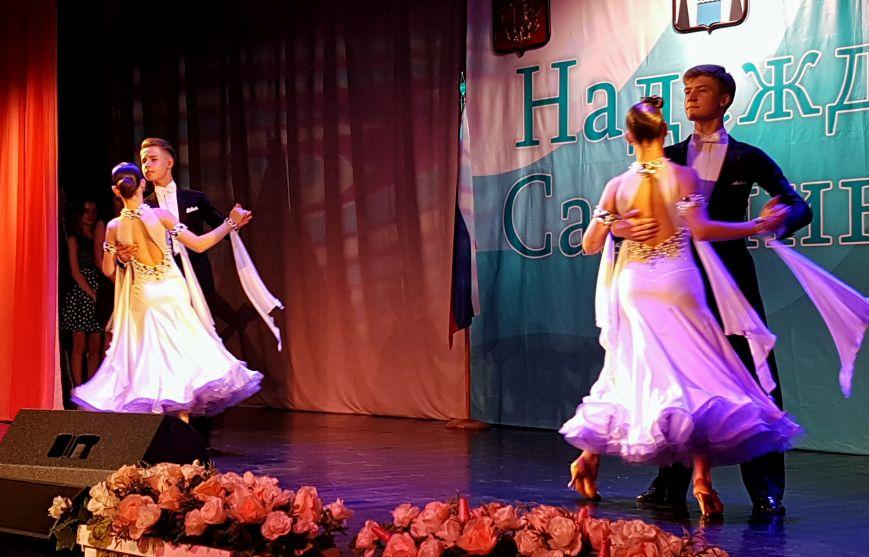 Выпускникам вручили знаки отличия Сахалинской области, фото-3