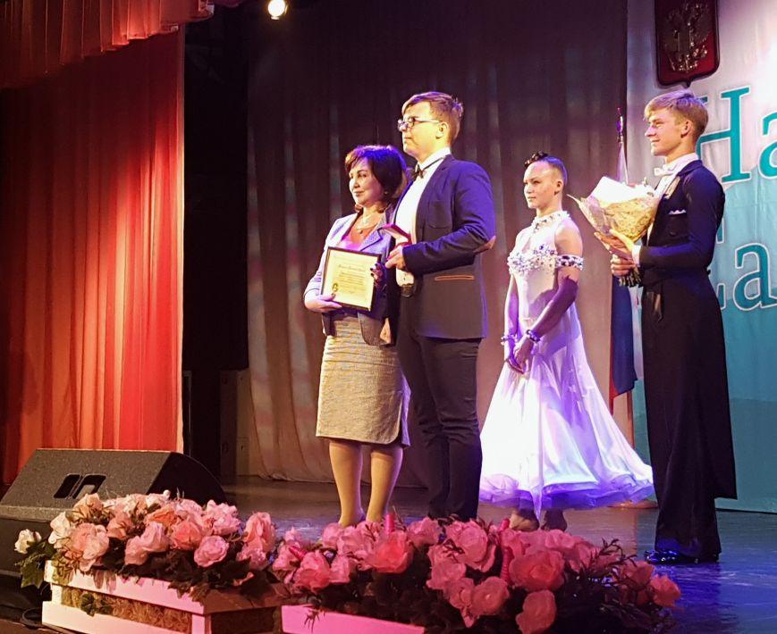 Выпускникам вручили знаки отличия Сахалинской области, фото-2