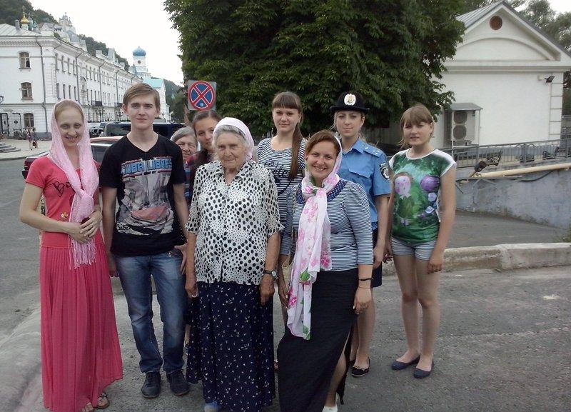 Будущие полицейские вместе с воспитанниками Добропольского реабилитационного центра побывали на экскурсии в Святогорской Лавре, фото-2