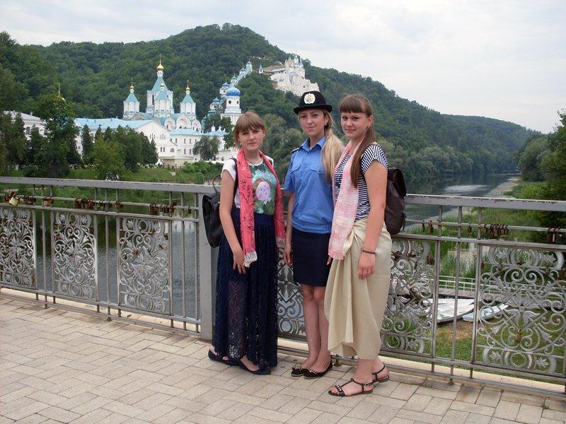 Будущие полицейские вместе с воспитанниками Добропольского реабилитационного центра побывали на экскурсии в Святогорской Лавре, фото-5