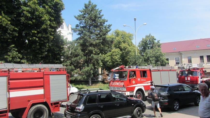 """В Ужгороді на Поштовій - вибухи, """"терористи"""" не приймають умови """"переговорників"""": фоторепортаж, фото-4"""