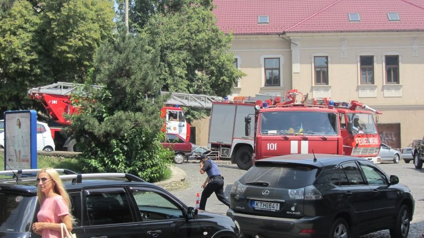 """В Ужгороді на Поштовій - вибухи, """"терористи"""" не приймають умови """"переговорників"""": фоторепортаж, фото-6"""