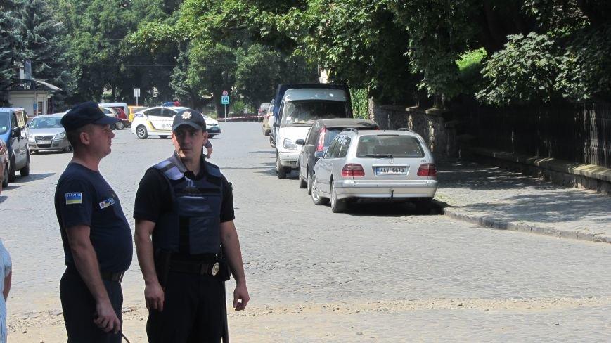 """В Ужгороді на Поштовій - вибухи, """"терористи"""" не приймають умови """"переговорників"""": фоторепортаж, фото-1"""