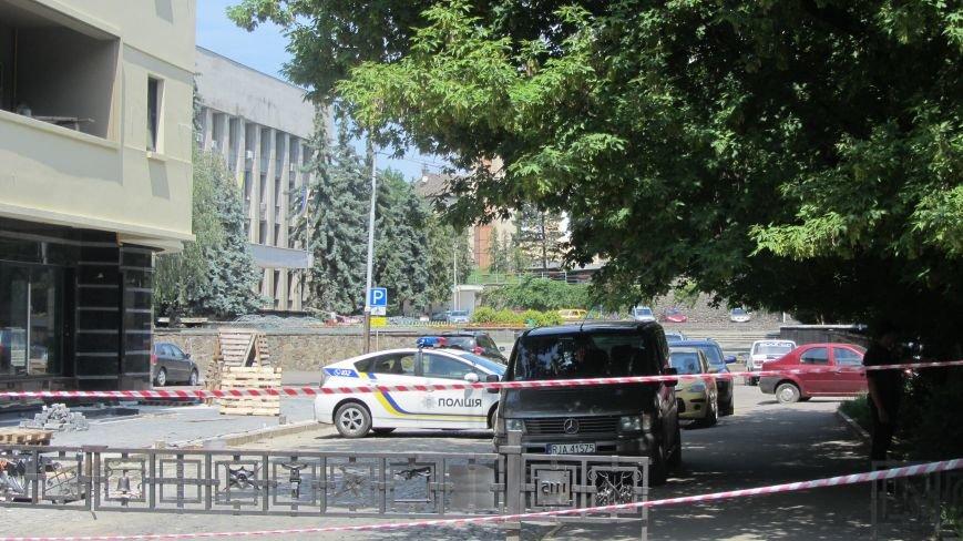 """В Ужгороді на Поштовій - вибухи, """"терористи"""" не приймають умови """"переговорників"""": фоторепортаж, фото-3"""