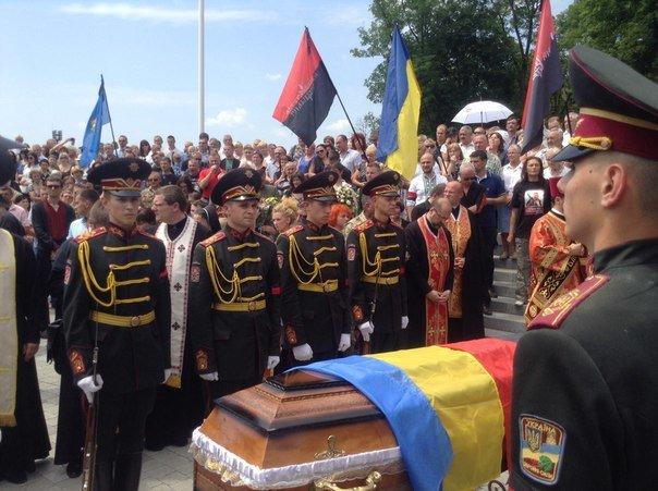 Сьогодні львів'яни попрощалися із загиблим співаком-добровольцем Василем Сліпаком (ФОТО), фото-7