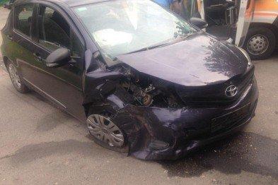 В Харькове столкнулись две иномарки: пострадал водитель одного из автомобилей (ФОТО), фото-2