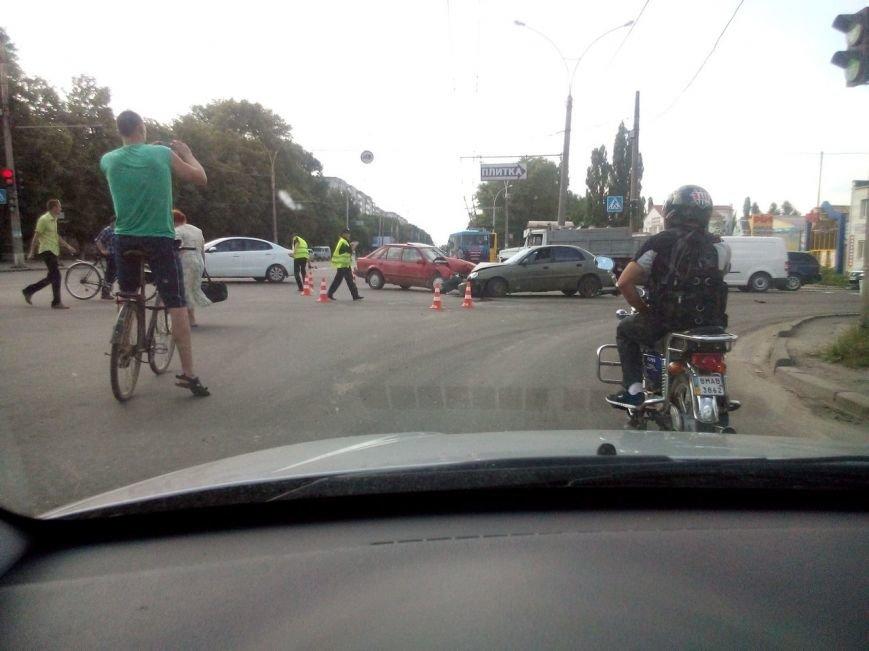 В Сумах на перекрестке Харьковской и Линейной произошло ДТП (ФОТО), фото-1