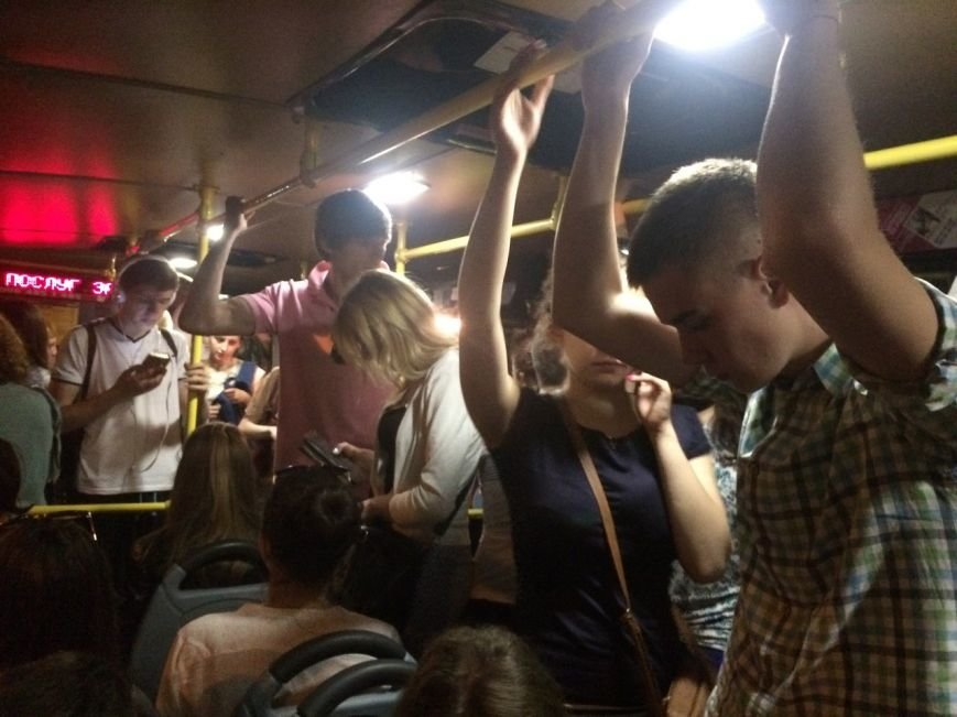 Перевірено на собі: чи варто на зупинці у Львові чекати нічний автобус, фото-12