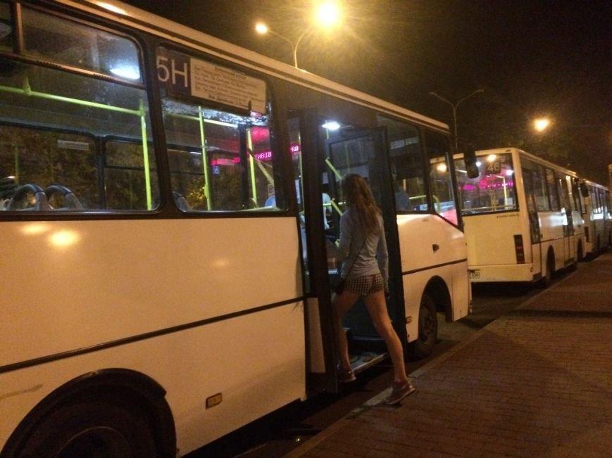 Перевірено на собі: чи варто на зупинці у Львові чекати нічний автобус, фото-4