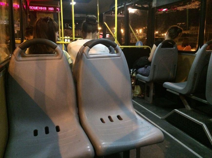 Перевірено на собі: чи варто на зупинці у Львові чекати нічний автобус, фото-11