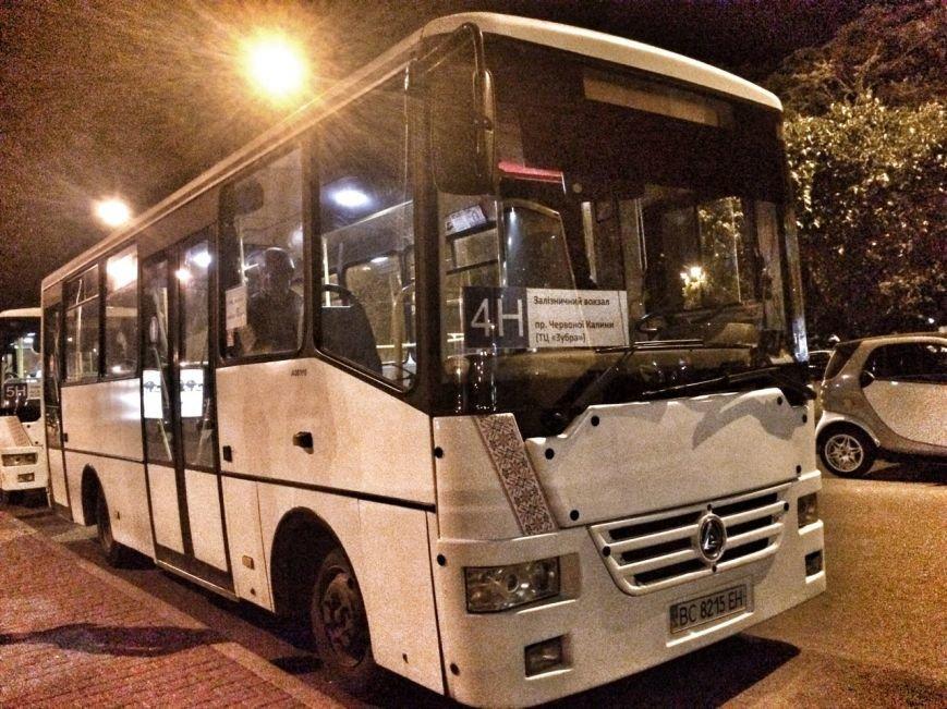 Перевірено на собі: чи варто на зупинці у Львові чекати нічний автобус, фото-1