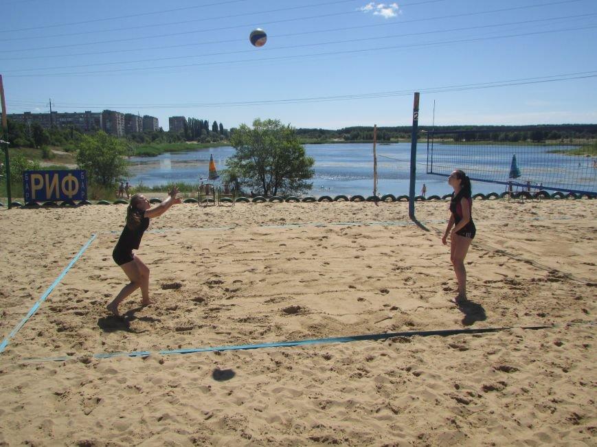 В Северодонецке проходит турнир по пляжному волейболу среди женщин (ФОТО), фото-1