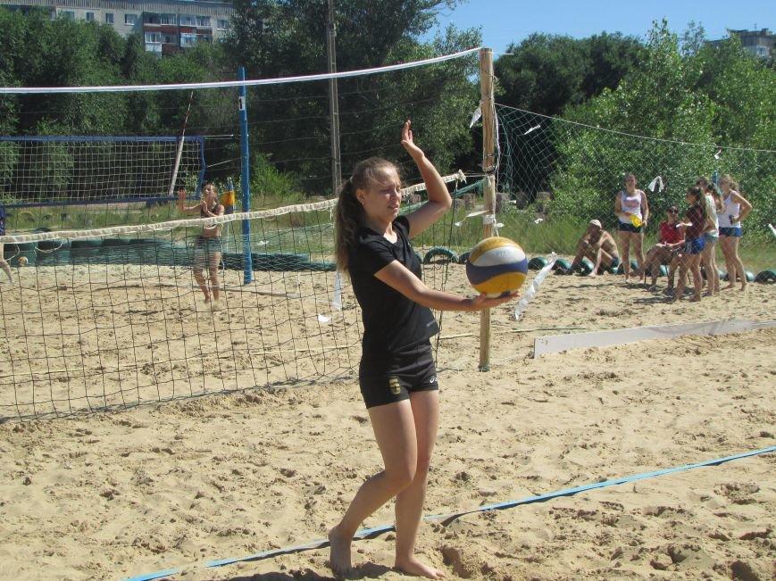В Северодонецке проходит турнир по пляжному волейболу среди женщин (ФОТО), фото-2