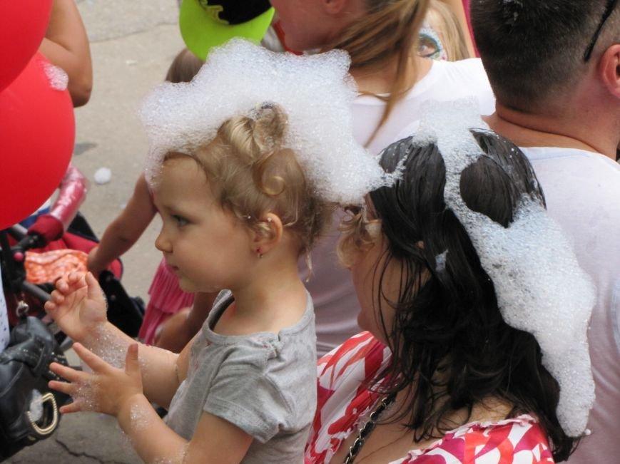 """В Мелитополе праздник мороженого завершился пенной """"флешмоб-дискотекой"""", фото-4"""