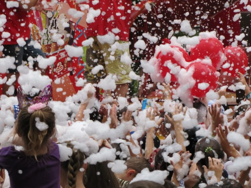 """В Мелитополе праздник мороженого завершился пенной """"флешмоб-дискотекой"""", фото-6"""