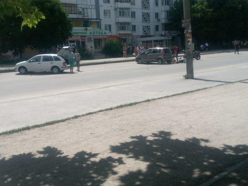 В Запорожье мотоцикл врезался в легковушку (ФОТОФАКТ), фото-1