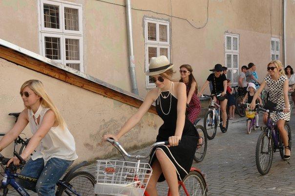 У Франківську відбувся жіночий велопарад у стилі Коко Шанель (ФОТОРЕПОРТАЖ), фото-12