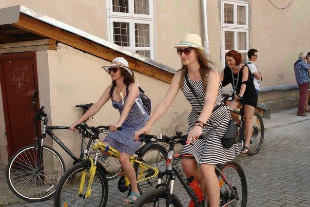 У Франківську відбувся жіночий велопарад у стилі Коко Шанель (ФОТОРЕПОРТАЖ), фото-5