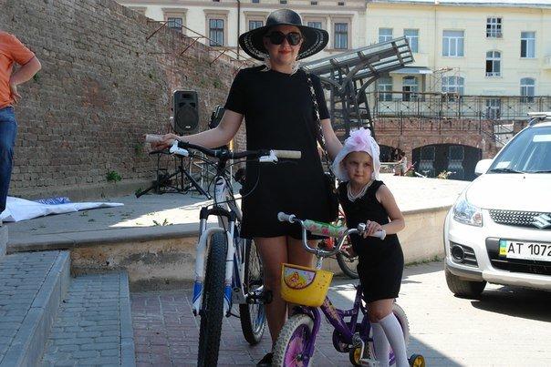 У Франківську відбувся жіночий велопарад у стилі Коко Шанель (ФОТОРЕПОРТАЖ), фото-23