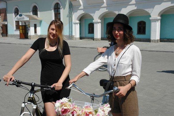 У Франківську відбувся жіночий велопарад у стилі Коко Шанель (ФОТОРЕПОРТАЖ), фото-4