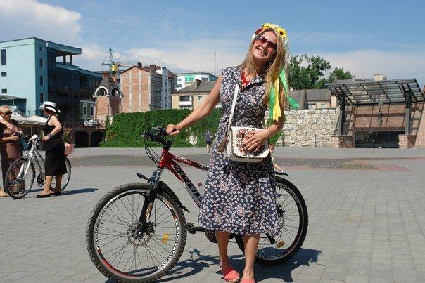 У Франківську відбувся жіночий велопарад у стилі Коко Шанель (ФОТОРЕПОРТАЖ), фото-15