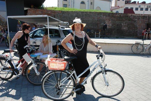 У Франківську відбувся жіночий велопарад у стилі Коко Шанель (ФОТОРЕПОРТАЖ), фото-8