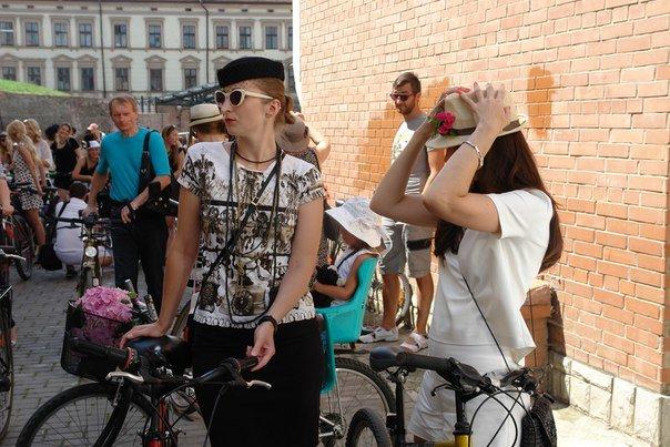 У Франківську відбувся жіночий велопарад у стилі Коко Шанель (ФОТОРЕПОРТАЖ), фото-24