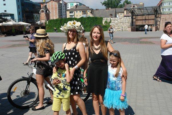 У Франківську відбувся жіночий велопарад у стилі Коко Шанель (ФОТОРЕПОРТАЖ), фото-20