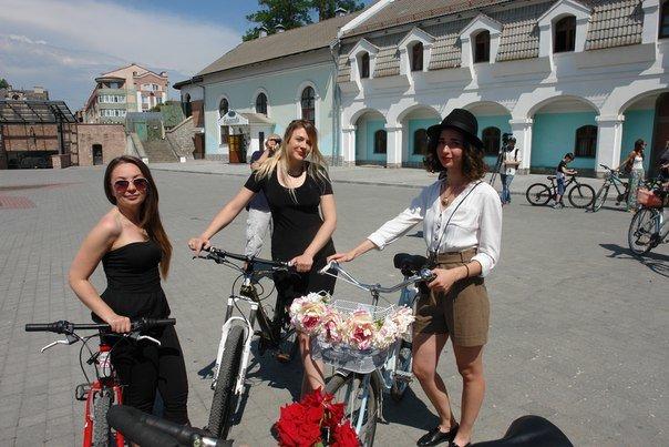 У Франківську відбувся жіночий велопарад у стилі Коко Шанель (ФОТОРЕПОРТАЖ), фото-14