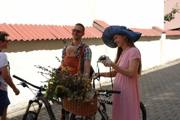 У Франківську відбувся жіночий велопарад у стилі Коко Шанель (ФОТОРЕПОРТАЖ), фото-10