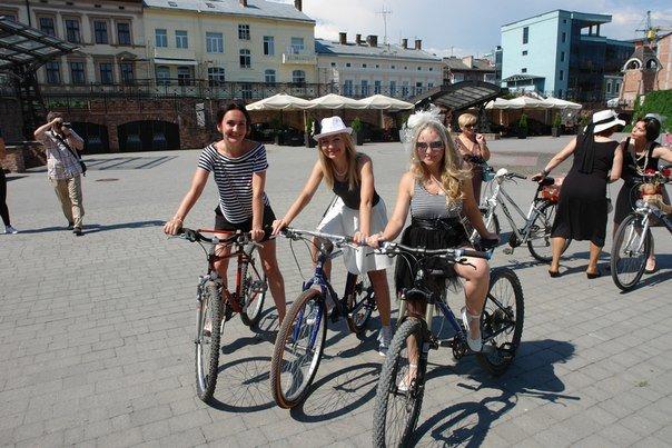 У Франківську відбувся жіночий велопарад у стилі Коко Шанель (ФОТОРЕПОРТАЖ), фото-7