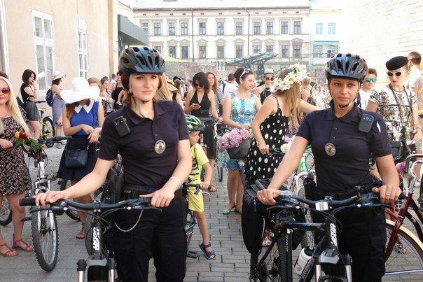 У Франківську відбувся жіночий велопарад у стилі Коко Шанель (ФОТОРЕПОРТАЖ), фото-2
