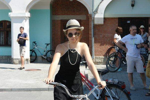 У Франківську відбувся жіночий велопарад у стилі Коко Шанель (ФОТОРЕПОРТАЖ), фото-1