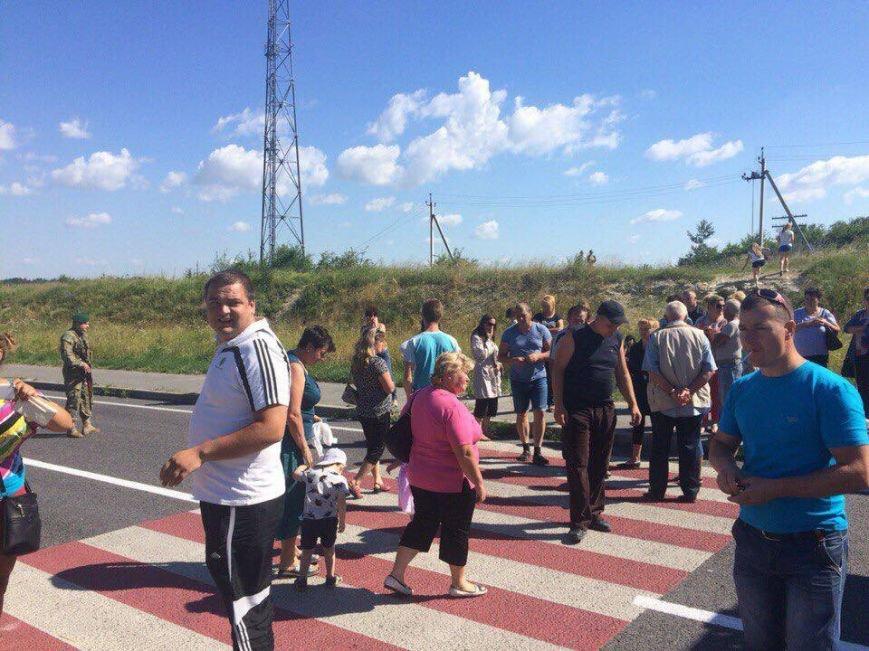 На Львівщині мешканці заблокували дорогу на кордоні із Польщею, фото-1