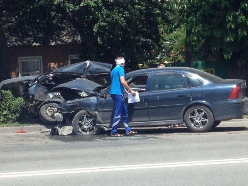 В сети появились фото серьезной аварии на проспекте Стачки в Ростове, фото-2