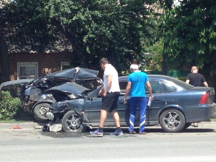 В сети появились фото серьезной аварии на проспекте Стачки в Ростове, фото-1