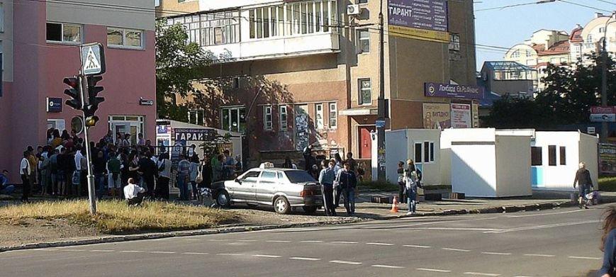 """Біля візового центру замість лавочок """"повиростали"""" МАФи (ФОТОФАКТ), фото-2"""