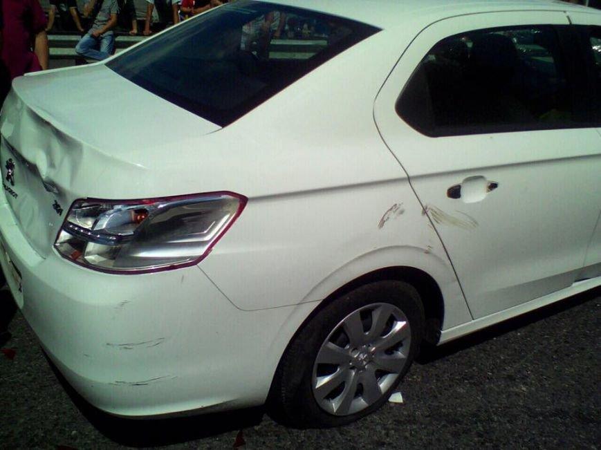 """Автомобіль протаранив натовп людей, які блокують пункт пропуску """"Рава-Руська"""" (ФОТО), фото-1"""