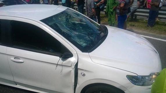 """Автомобіль протаранив натовп людей, які блокують пункт пропуску """"Рава-Руська"""" (ФОТО), фото-2"""