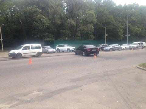 В Харькове столкнулись две иномарки: пострадал водитель одного из автомобилей (ФОТО), фото-1