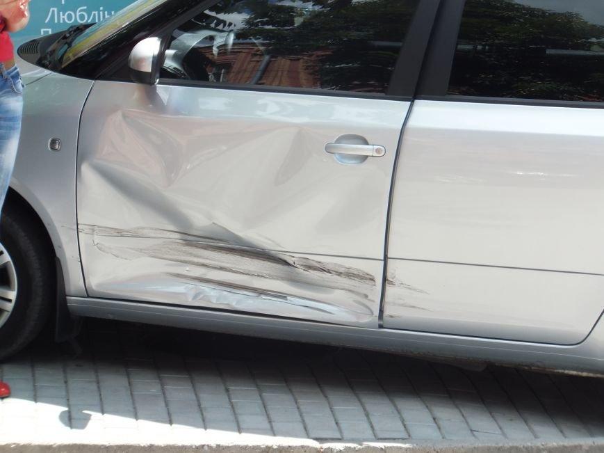 В Кировограде женщина-водитель устроила опасное ДТП и скрылась с места происшествия (ФОТО), фото-2